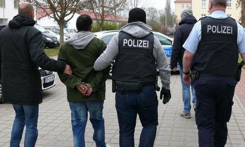 ألمانيا- حملة مداهمات وتفكيك عصابة سورية- بولندية لتهريب البشر