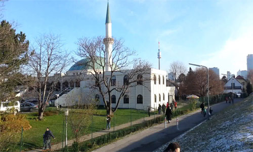 بالفيديو – فيينا : هذا ما جرى في المركز الإسلامى اليوم الأحد أثناء صلاة الترويح