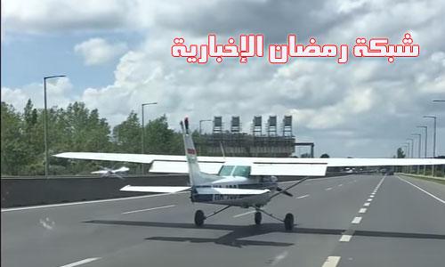 Flug-auf-Autobahn.Landet