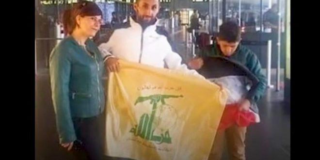 """رافع علم """"حزب الله"""" في مطار فيينا قائد بميليشيات بشار الأسد والترحيل من النمسا نهاية الشهر"""
