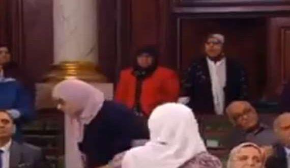 بالفيديو .. خناقة في البرلمان التونسي بسبب«مرسي»