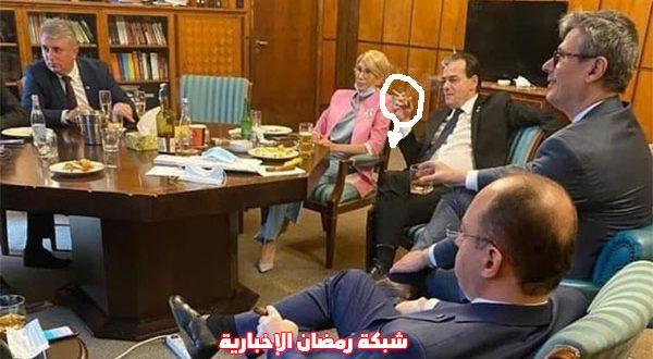 بالصورة – خطأ عدم لبس الكمامة والسيجارة يضع رئيس الوزراء الرومانى تحت طائلة القانون