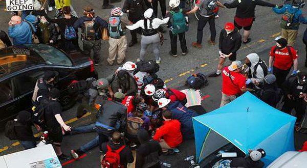 """فيديو صادم.. قائد سيارة يدهس متظاهريين في """"سياتل"""" الأمريكية"""