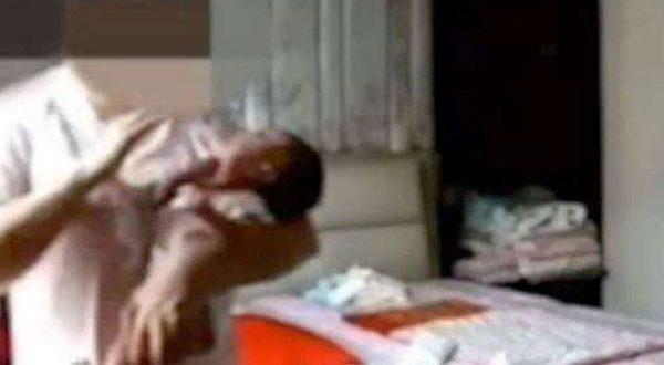 بالفيديو – مربية تصفع طفلاً حديث الولادة.. والشرطة تحقق