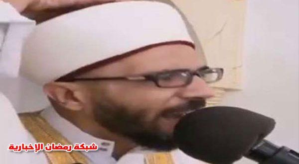 بالفيديو أمام وخطيب مسجد لبناني يخلع عمامته على المنبر ويصرخ داعيًا للثورة
