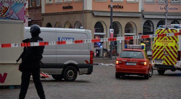 ألمانيا – اليوم خمسة قتلى في حادث دهس بسيارة والجانى مخمور ومريض نفسياً لأنه ألمانى