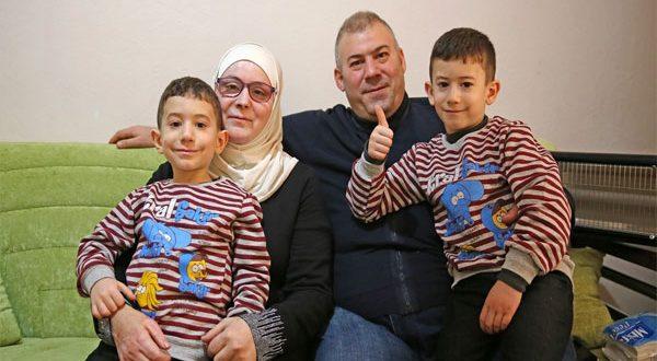 بعد عامين من فقدها البصر.. أم ترى أطفالها من جديد عقب 20 عملية جراحية
