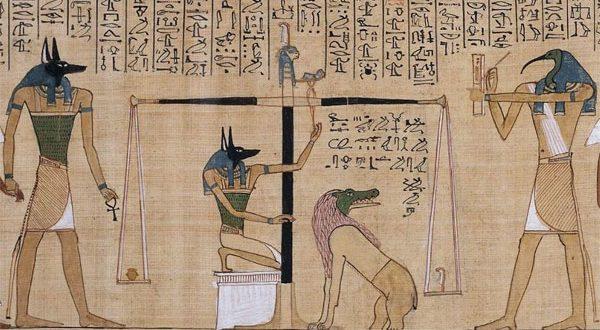 """بالفيديو – ما هو """"كتاب الموتى"""" الذي عُثر عليه في مقبرة سقارة بمصر؟"""