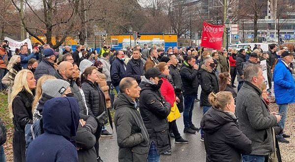 بالفيديو – أعمال نهب وشغب في هولندا محتجون ضد أجراءات كورونا والشرطة وتعتقل العشرات