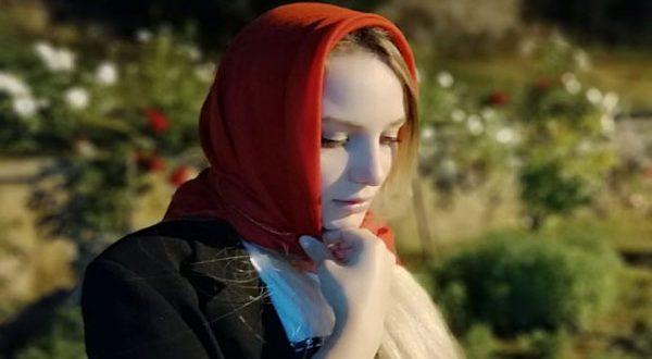 بالفيديو – مطربة فرنسية تغني طلع البدر علينا بالفرنسية رداً على إساءة ماكرون للأسلام