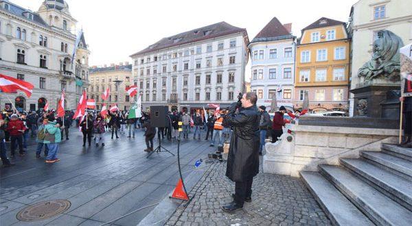 وزير الداخلية النمساوي : فرض 500 يورو غرامة على المتظاهرين ضد قيود كورونا