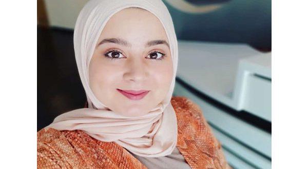قصة بالفيديو – منع الحجاب أثناء العمل يدفع طالبة تونسية لمقاضاة مطعم عالمي شهير