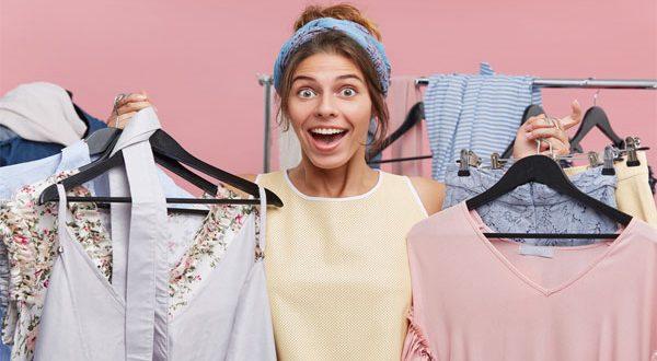 هل تحتاج حقاً إلى غسل الملابس الجديدة قبل استخدامها أول مرة؟ وماذا يحصل إن لم تقُم بذلك؟